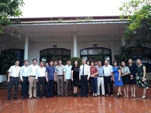Thứ trưởng Bộ Thông tin truyền thông Nguyễn Minh Hồng thăm và tặng phòng máy tính cho thầy và trò trường THCS Điền Xá